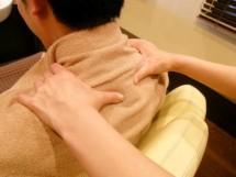 首・肩のリンパマッサージ
