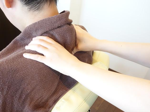 首・肩のマッサージ