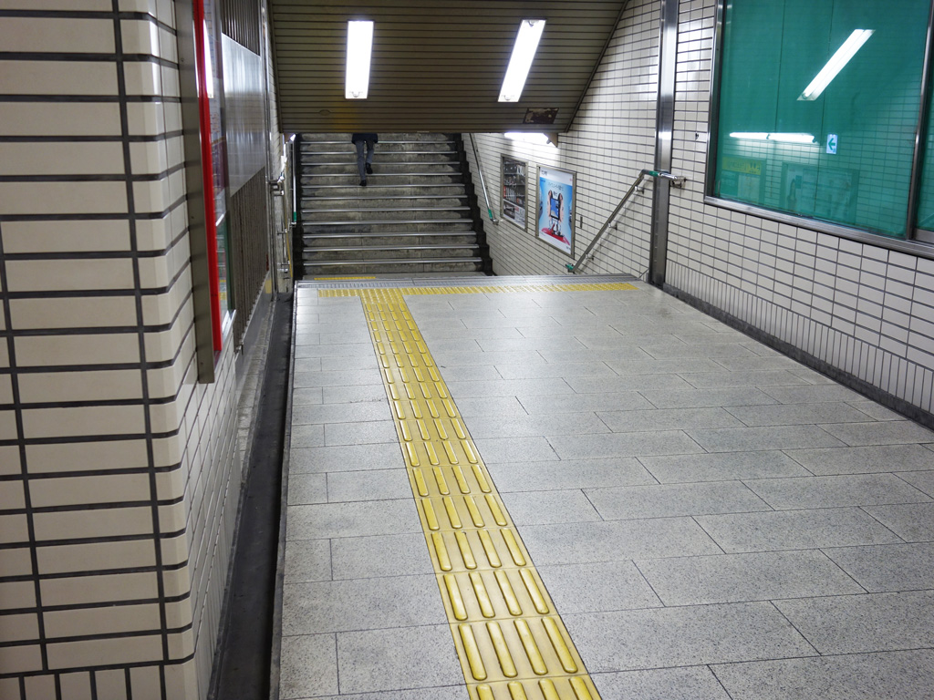 心斎橋駅通路