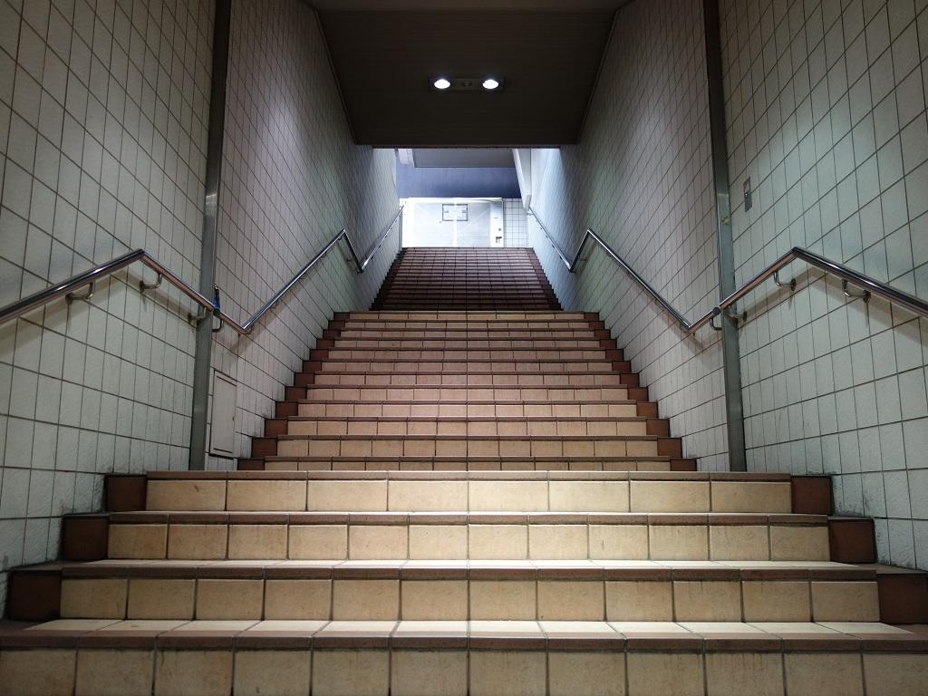 四ツ橋駅1-A出口階段