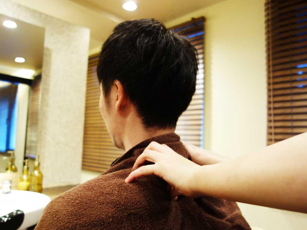 ヘッドスパの首肩マッサージ