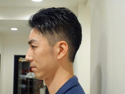 メンズヘアスタイル「アップバングのツーブロック」